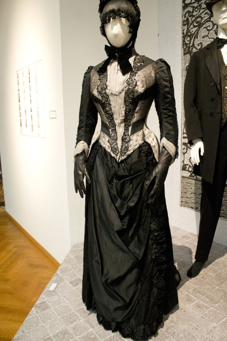 an examination of the mourning costumes in the 19th century Late 19th century antique victorian taffeta mourning ensemble from ebthcom late 19th century antique victorian taffeta mourning ensemble from ebthcom costumes.