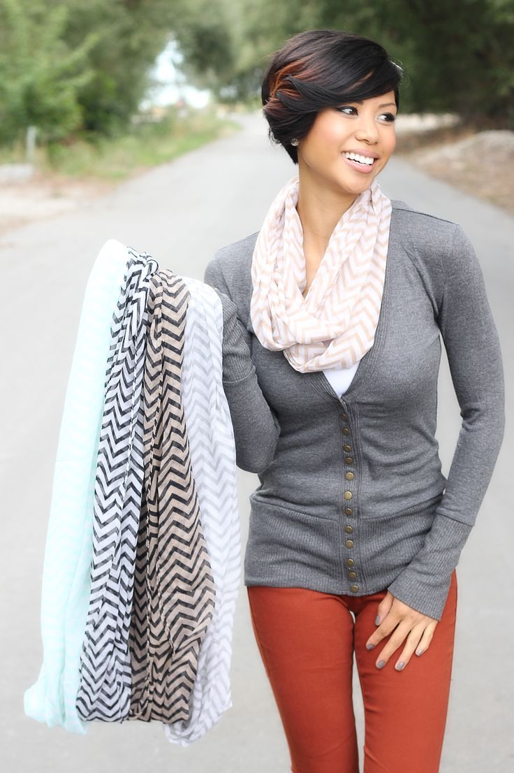 Cute outfit! Great scarves from bellaellaboutique!