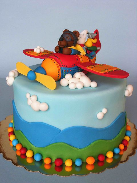Amazing and adorable! (So are the rest of them!) Airplane cake by bubolinkata, via Flickr