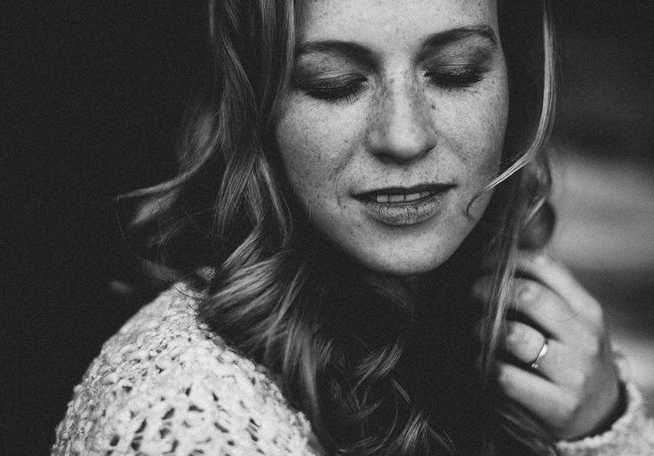 Freckles  hair and make up by @willemieke_hzs . . . . . . . #chasinglight #subjectlight #boudoir #boudoirshoot #portraitphotography #domorewearless #knowmefotografie #lookslikefilm #boudoirfotografie #boudoirphotography #fiercelyboudoir #woman #beauty #bed #intemateportraiture #vscofilm #vscophile #vsco #fiercelyboudoir #domorewearless #beauty #hands #shootportraits #blackandwhiteisworththefight #hairstylingzonderschaar #hzs by knowmefotografie