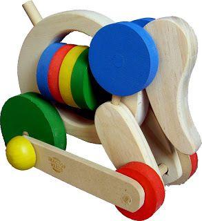 Empuje Elefante Su trompa se mueve cuando lo haces andar, las argollas de su cuerpo puedes girar. Medidas: 14 x 20x 12. Palo de empuje: 40cm. $110