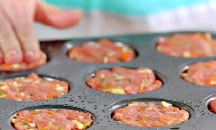 Elle remplit un moule à muffins avec du bœuf haché : sa recette facile est exquise!