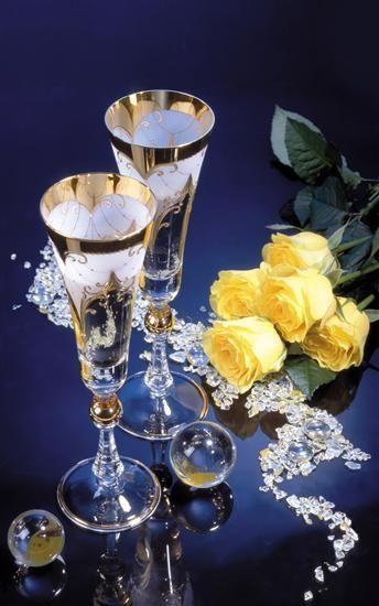 *-*V deň pekného sviatku, keď Ti budú všetci len šťastie priať, i ja sa chcem pripojiť a všetko najlepšie zaželať. Krásne narodeniny!