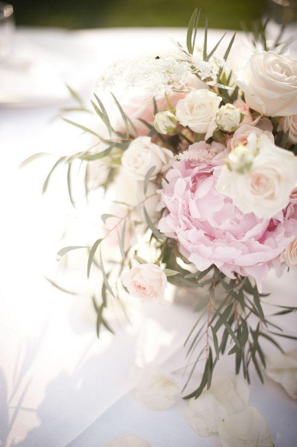 White Cream Peony Rose Flowers Table Centrepiece Romantic Pink Paderna Italy Wedding http://www.infraordinario.it/