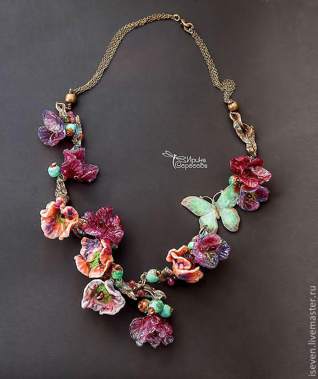 """Купить Колье """"Secret Garden"""" - фуксия, розовый, фиолетовый, сиреневый, цветы, мотылек, сад, колье"""
