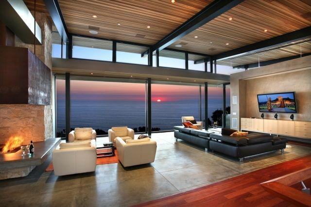 panorama-blick-villa-am-meer-design-wohnzimmer-offen-kamin-sofa ...