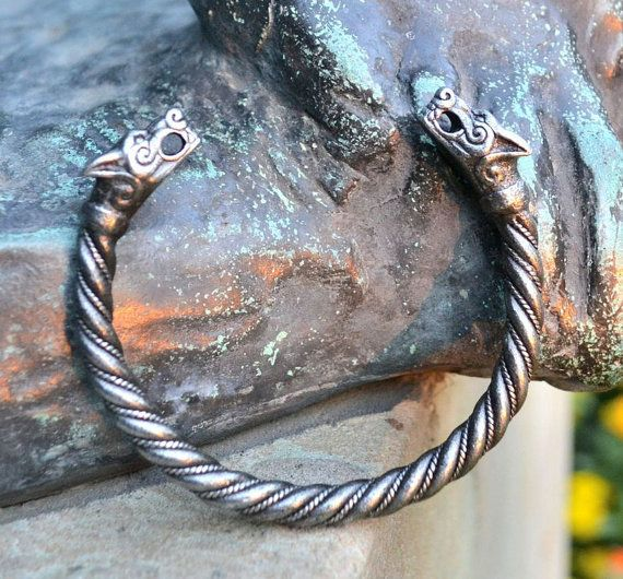 Viking PEWTER Wolf  Bracelet Fenrir Pagan Norse Head Wolves Bangle Jewel Jewelry Jewellery Iceland Thor Hammer Mjollnir Museum