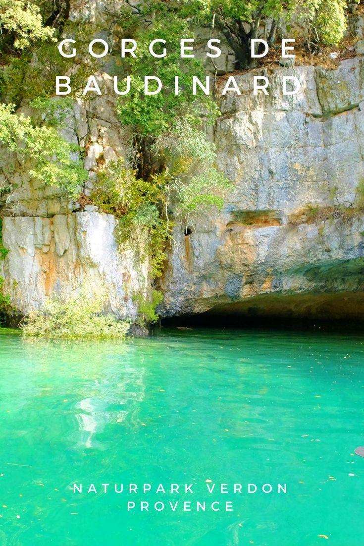 Der Naturpark Verdon ist berühmt und bekannt durch die atemberaubende Schlucht , dem Gorge du Verdon. Er wird auch als der französische Grand Canyon bezeichnet und muß auf jede Provence-Urlaub -to do list. Der Canyon mündet in den großen Stausee Lac de Saint Croix. Von hier aus können Sie in die Verdon Schlucht einfahren oder diversen Wassersportarten wie Segeln, Kanu, Kajak, Surfen oder Stand up Paddle nachgehen.