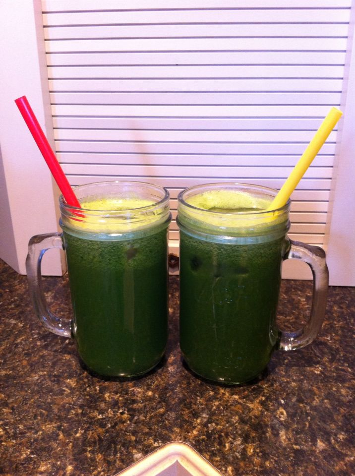 Day 2 drink#4 Garden Variety... 4 cucumbers, 4 apples, 16 kale leaves, 2 handfuls parsley.