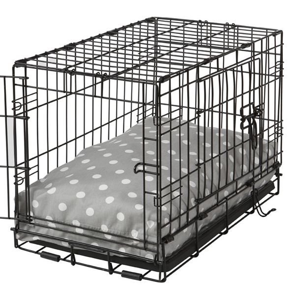 Transform your pup's crate with the chic, well-tailored Rectangular Dog Crate Bed. Shop Now (http://www.felixchien.com/rectangular-dog-crate-bed-grey-polka-dot/)