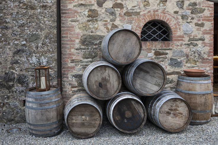 Some barrels to decorate the cocktail venue