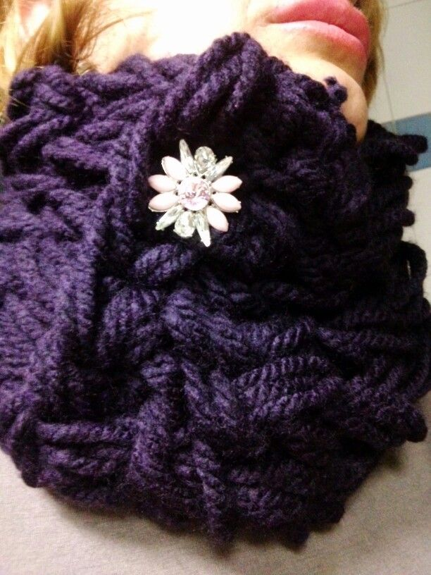 Completely violet arm knitting