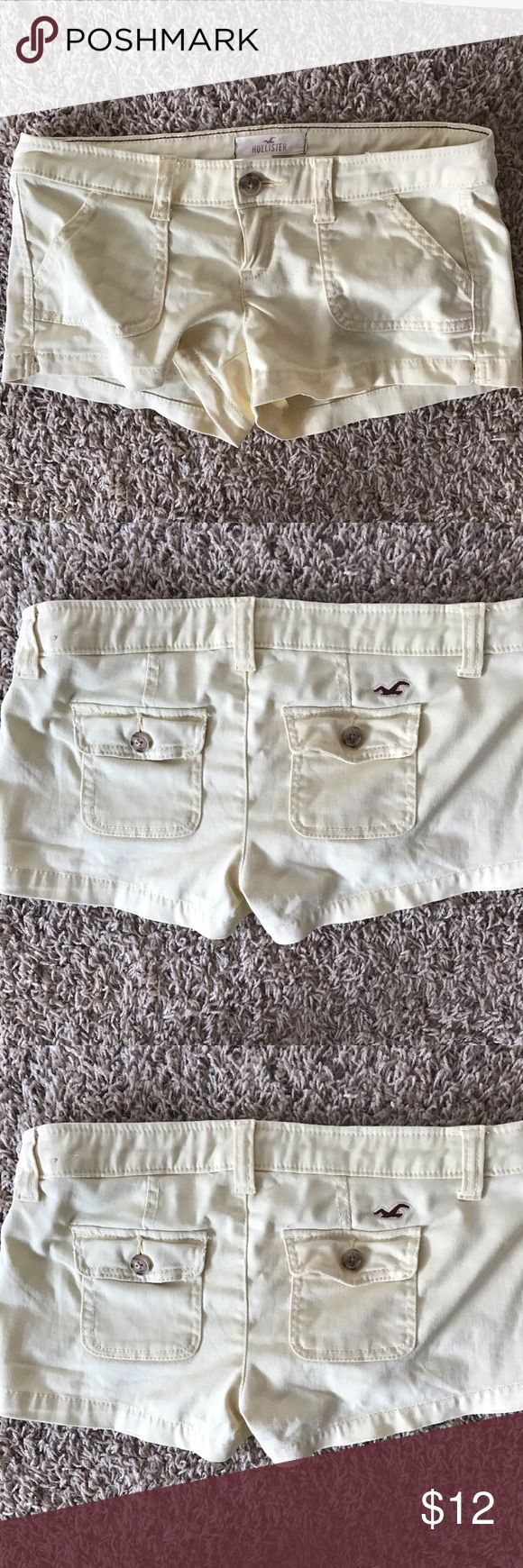 """HOLLISTER Women's Yellow Stretch Shorts Size 0 Size 0 Waist left to right 15"""" Length top to bottom 9.5"""" Color light yellow  Stretch  98% cotton  2% elastine Hollister Shorts"""
