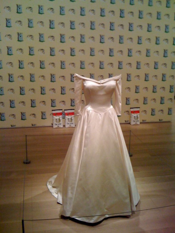 Untitled 1989-96 by Robert Gober.... LOOK LENA Molby!!! remember the wedding dress and the kitty litter?! I came accross it on pinterest!: Cat Litter, Sculpture, Wedding Dressses, Wedding Dresses, Wedding Gowns, Gober Cat