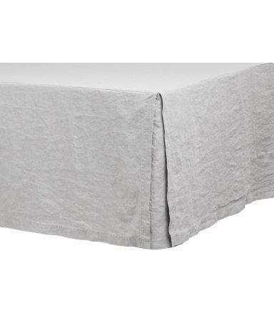 Hellgrau. PREMIUM QUALITÄT. Betthusse aus gewaschenem Leinen mit Oberseite aus Baumwolle/Polyester und dreiseitigem, 45 cm hohem Skirting. Durch Trocknen im