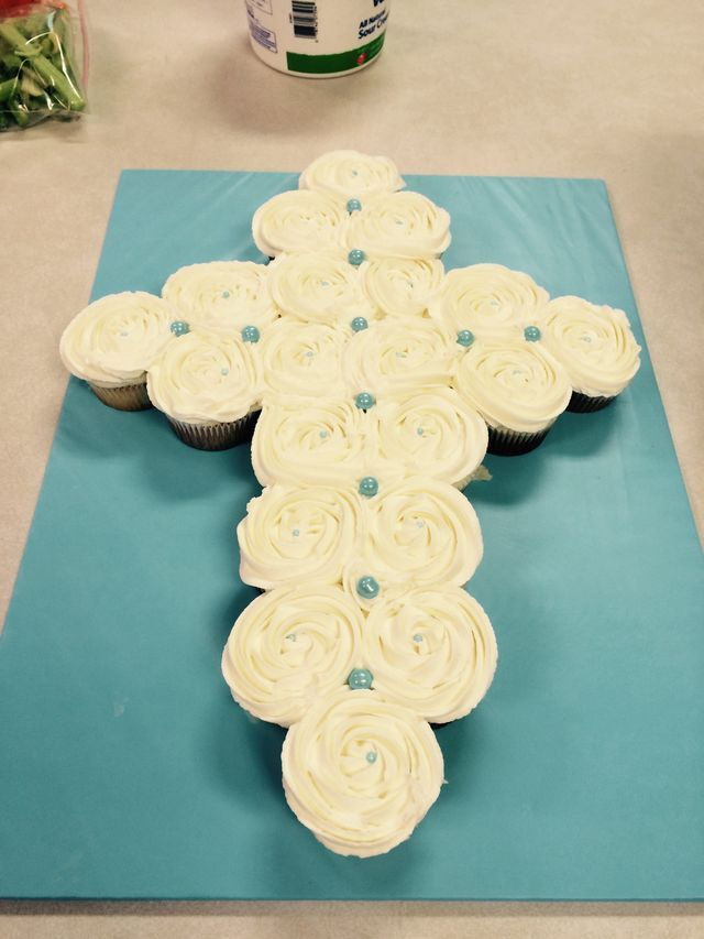 Cupcake Decorating Ideas For First Communion : 25+ best ideas about First Communion Cakes on Pinterest ...