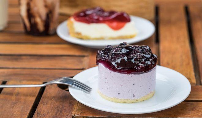 Leichte Low Carb Joghurt-Blaubeer-Törtchen