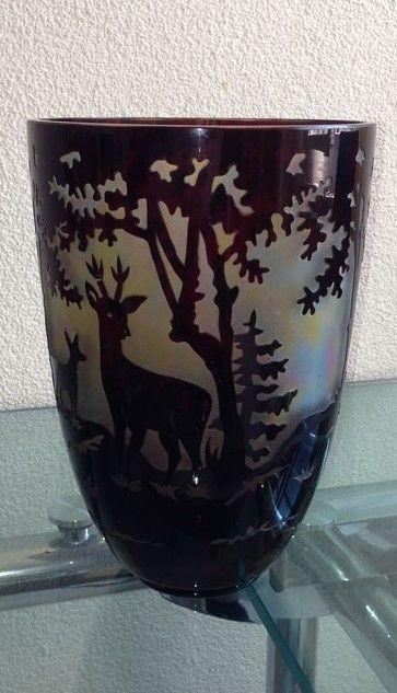Vaza Art Deco Krasno nad Becvou.Salamon Reich.Vrstvene sklo rubinem, leptane a rezane. Znacené. Rok vyroby kolem 1925.