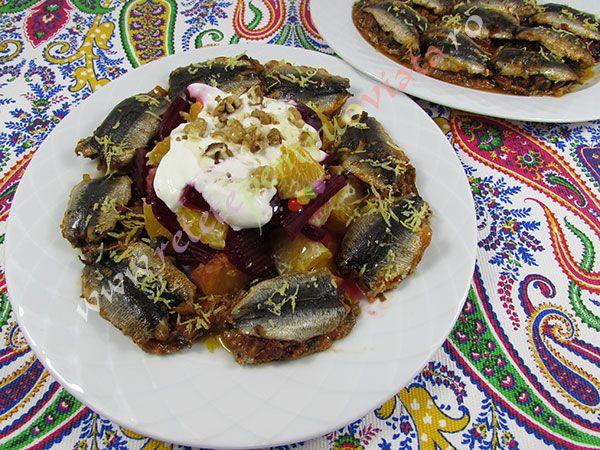 O reteta de sardine la cuptor extrem de gustoasa datorita umpluturii de sos de rosii, ceapa, usturoi, capere, stafide negre si mirodenii.