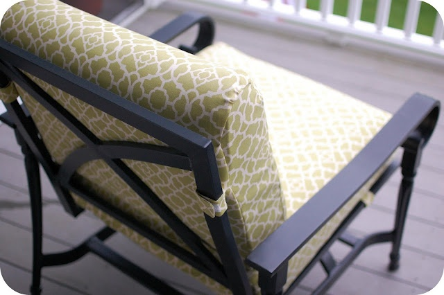 here is a pretty easy way to cover those old faded tired patio cushions . <3