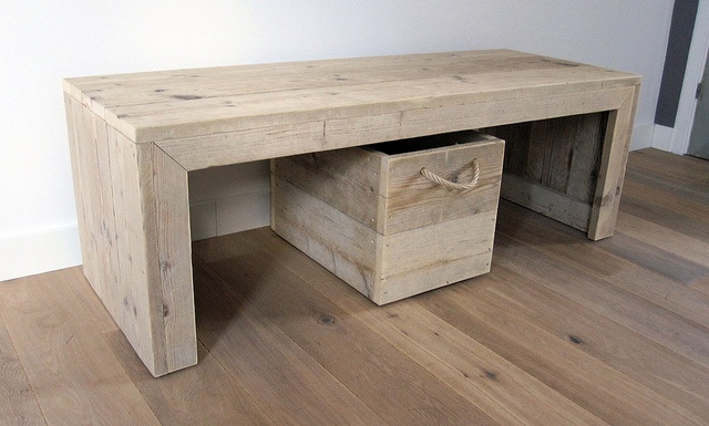 Kindertafel plus speelgoedkrat op zwenkwielen | Te koop by w00tdesign, via Flickr