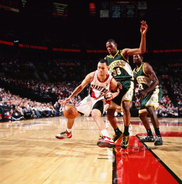 Brandon Roy of the Portland Trail Blazers makes a move to the basket against Kevin Durant and Jeff Green of the Seattle SuperSonics during the game...