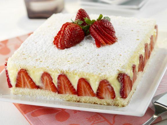 Erdbeer-Vanille-Torte ist ein Rezept mit frischen Zutaten aus der Kategorie Beerenkuchen. Probieren Sie dieses und weitere Rezepte von EAT SMARTER!