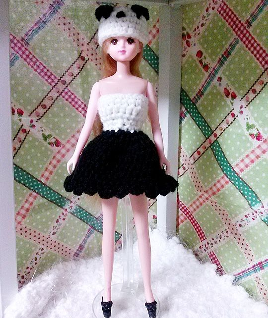 The clothes and hats made ​​a panda motif. Korean Jenny doll to fit the size 2