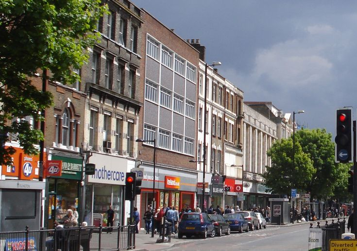 442/446 Holloway Road, London N7 6QE I had many fond memories of Holloway Road from the 1990s when I started my student life, but I did not recall a Woolworths. So when I saw it listed on the 1970s...