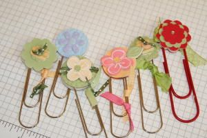 Splitcoaststampers - Paper Clip Bookmark Project Tutorial by Beth Silaika