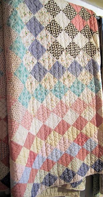 vintage quiltSimple Squares, Vintage Quilts, Vintage Style Quilts, Nice Quilt, Quilt Vintage, Squares Quilt, Antique Quilt Patterns, Vintage Squares, Grandma Quilt