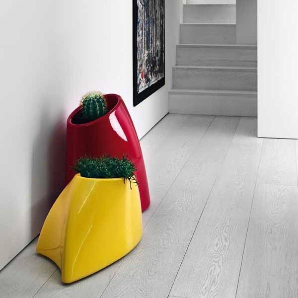 Macetero moderno mediano de exterior de la firma myyour combinable con mobiliario de jardín o exterior.