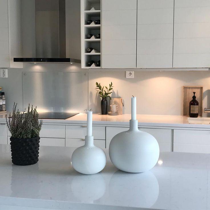 🎶 GOOᗪ ᗰOᖇᑎIᑎG! 🎶  •  •  •  •  •  •  #kitchen #kitcheninspo #kitchendesign #kitchendecor #köksinspiration #köksrenovering #köksinspo #köksö #globo #kähler #dbkd #whiteinterior500 #whitekitchen #vedum #linn #interiorismo #interiordesign #interior125 #mynordicroom #inspotoyourhome #inspohome #inspoforyou #homestyling #homestyle #skandinaviskehjem