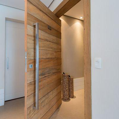 Porta de entrada em madeira de demolição 2                                                                                                                                                                                 Mais