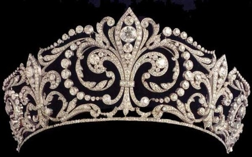 The Fleur de Lys Tiara - Made by Ansorena in 1906 and features the heraldic emblem of the House of Bourbon.  It was given by King Alfonso XIII to his bride, Princess Victoria Eugenie of Battenberg on their wedding.Originally a coronet, the tiara was altered by Queen Ena into an open tiara.