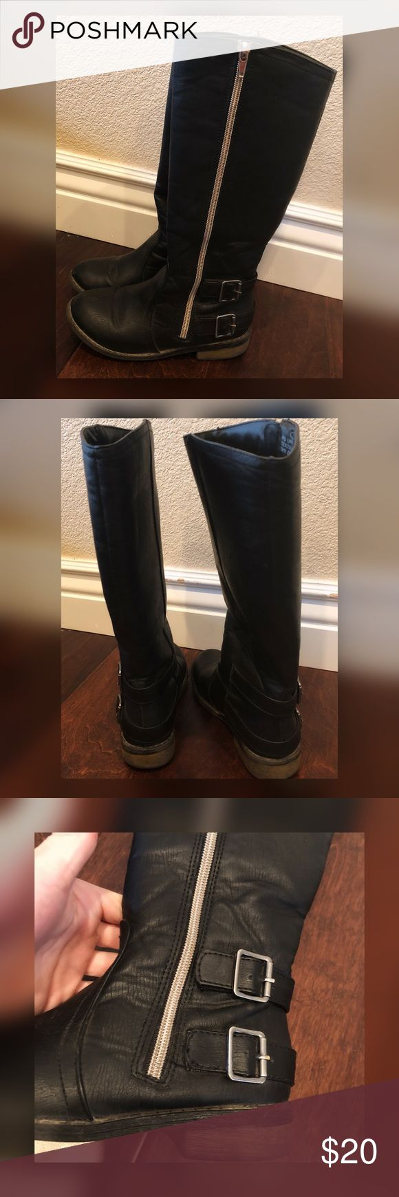 Steve Madden Girls Boots Size 1 Good condition! Steve Madden Boots for Girl Size 1.  Zip up sides and buckled on side. Small scuff on right boot tie but not very noticeable :) These were hardly worn my daughter outgrew too fast. Steve Madden Shoes Boots