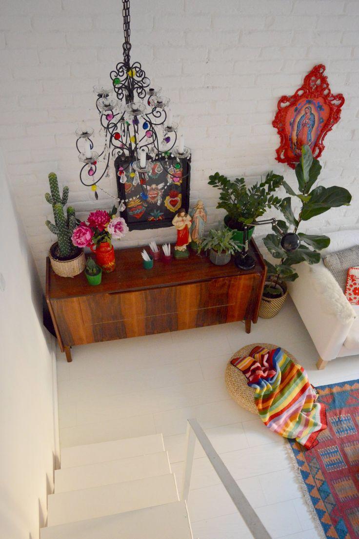 Soha nem szenteltünk külön posztot a textileknek, pedig ezek a csodás kiegészítők adják meg a lakás igazi ízét. Itt van példának Merci lakasa, a...