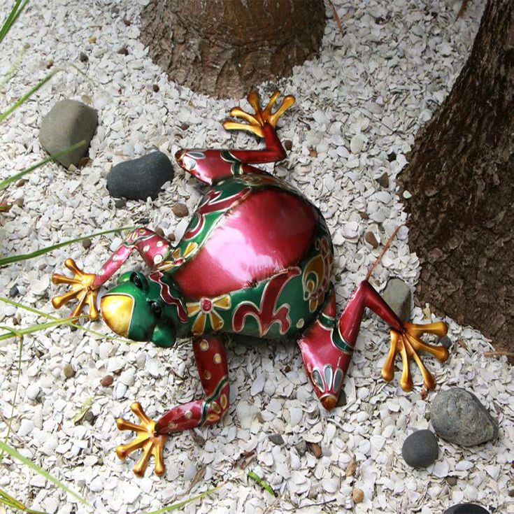Bright and colorful Garden ornaments  will add a splash of colour in the garden in any season