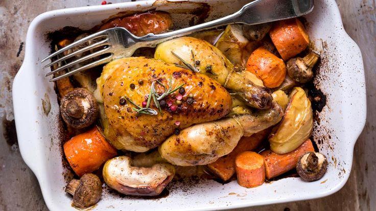 Kip uit de oven met wortel, appel en paddenstoelen