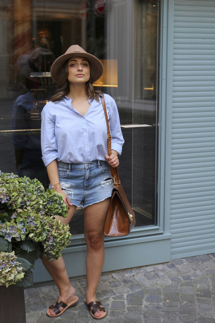 Summeroutfit for hot city days #fashion #style #streetstyle #summerstyle #jeansshorts #hats #blouse #outfitideas #outfitinspiration #streetfashion