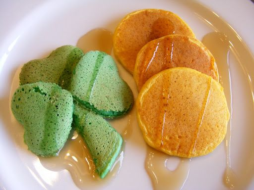 Shamrock Pancakes for St. Paddy's Day!: Pot Of Gold, Food, St. Patrick'S Day, Breakfast Recipe, St Patricks, Gold Pancakes