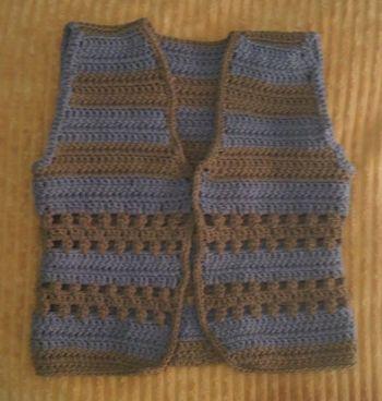 Rompi bayi crochet garis-garis buat baby Ry http://www.BelajarCaraMerajut.com