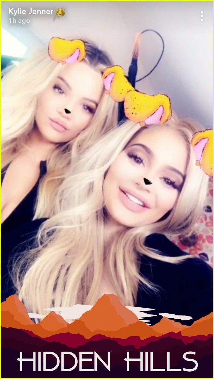 Pregnant Sisters Khloe Kardashian & Kylie Jenner Snap New Selfies Together! Pregnancy photo shoot