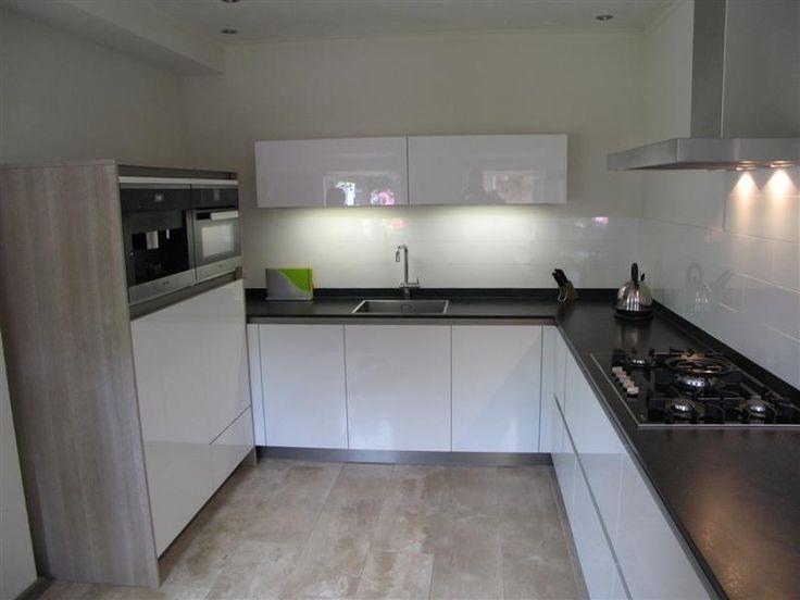 Keukens Van Miele : Moderne hoogglans greep loze keuken, voorzien van de