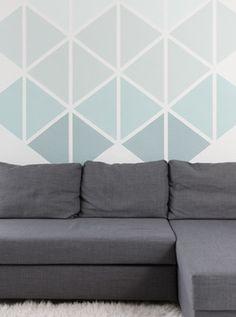 DIY-Anleitung: Geometrische Wand mit Dreiecken streichen via DaWanda.com
