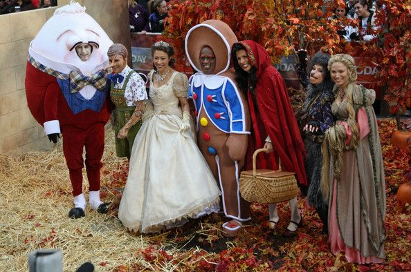 """Co-hosts Meredith Vieira, Matt Lauer, Anne curry, Al Roker, Honda Kotb, Kathy Lee Gifford and Amy Robach appear on NBC's """"Today"""" annual Halloween show at Rockefeller Plaza in 2008"""