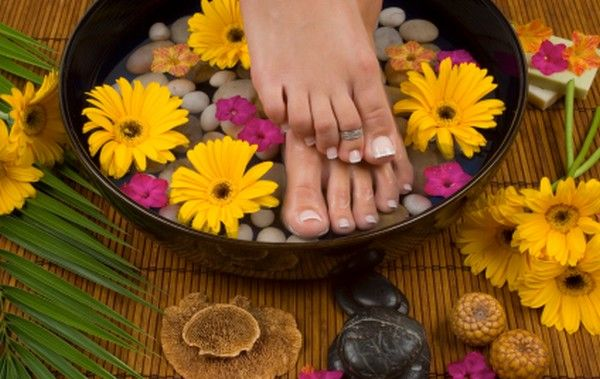 Nail Fungus Home Remedy: Soaking your nails in the mixture of Listerine mouthwash and Vineger for 15-20minutes is one of the best home remedies to cure nail fungus.