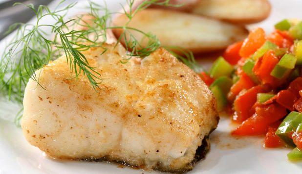 Stekt torsk med stekt paprika er en spennende og annerledes kombinasjon. Oppskrift på en rask og enkel rett i en travel hverdag. #fisk #oppskrift