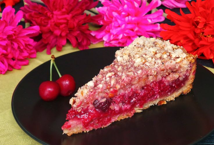 Vegan Cherry Pie Special. Ingredients and recipe: http://fetchveg.blogspot.hu/2015/01/cherry-pie-special.html