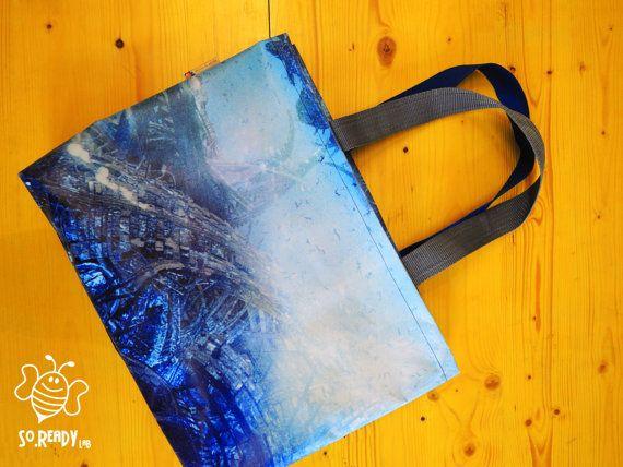 Borsa blu borsa riciclata, moda e riciclo #soreadystyle #riciclo #pvc #bag #banner #summer - di So.Ready Lab - soreadylab.etsy.com